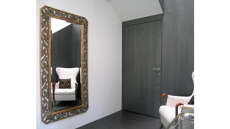 9_Wandspiegel-mit-handgeschnitztem-Rahmen